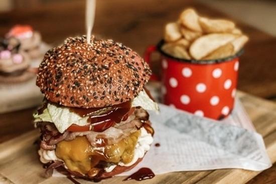 Picture of Valentinov burger + krompirček