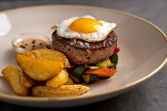 Picture of Goveji steak z jajčko